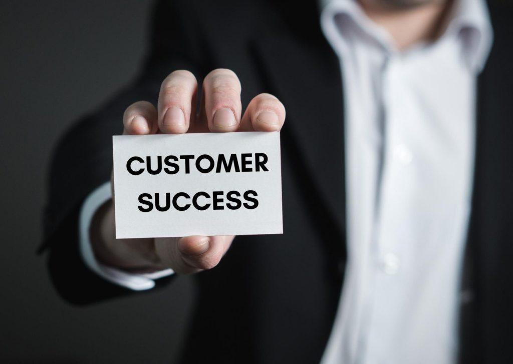 Customer Success vs. perinteinen asiakaspalvelumalli vs. Account Management